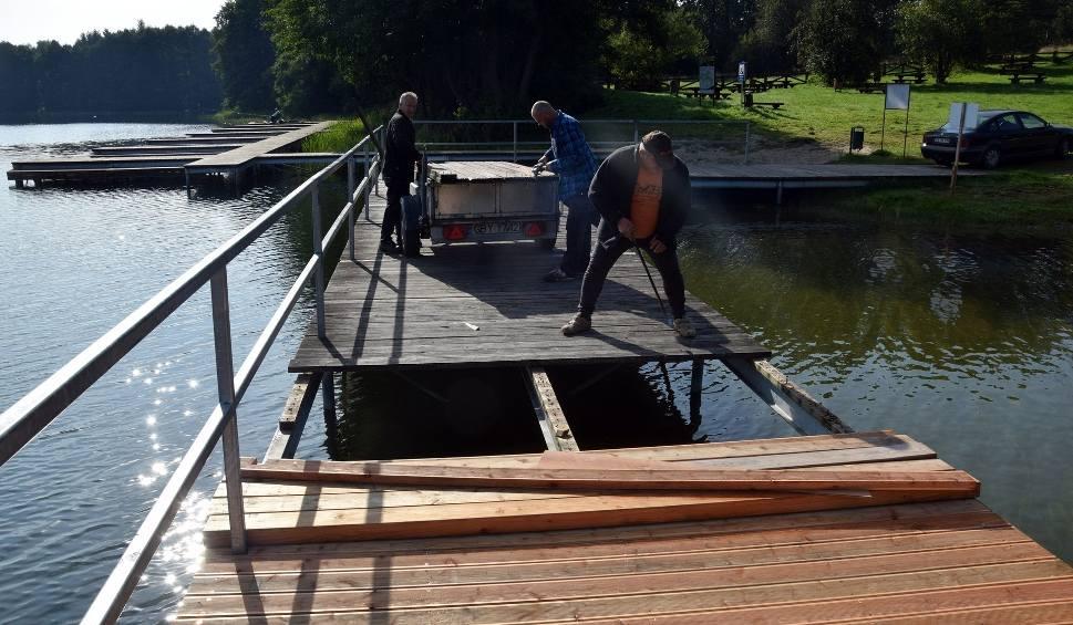 Film do artykułu: Wymiana pomostu nad jeziorem w Świeszynie (ZDJĘCIA,WIDEO)