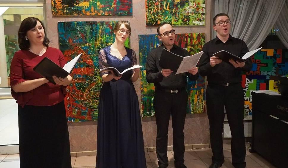 Film do artykułu: Okręgowa Izba Lekarska. Ensemble Quattro Voce zaśpiewało kolędy. Premiera płyt Ave Magne Rex Coelorum, Dominus natus est
