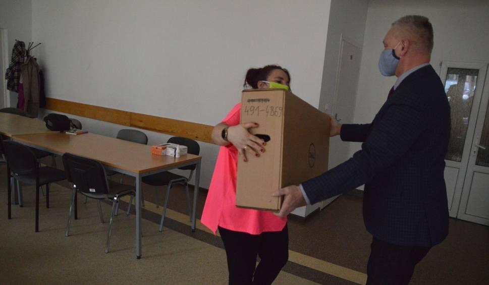 """Film do artykułu: Dzieci z Bytowa dostały komputery w ramach kampanii #dzielmysiędobrem """"Dziennika Bałtyckiego"""" i Portu Gdynia"""