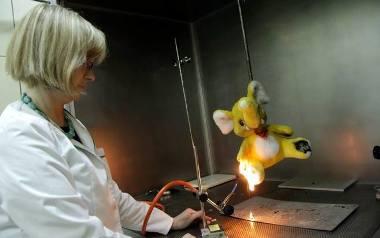 Inspekcja handlowa skontrolowała zabawki. Dzieci bawią się chemią. W części zabawek stwierdzono bor i niebezpieczne ftalany