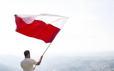Jeśli wydaje ci się, że gdzie indziej trawa jest bardziej zielona niż w Polsce, a wszyscy, oprócz naszych rodaków mają większe szanse na międzynarodową