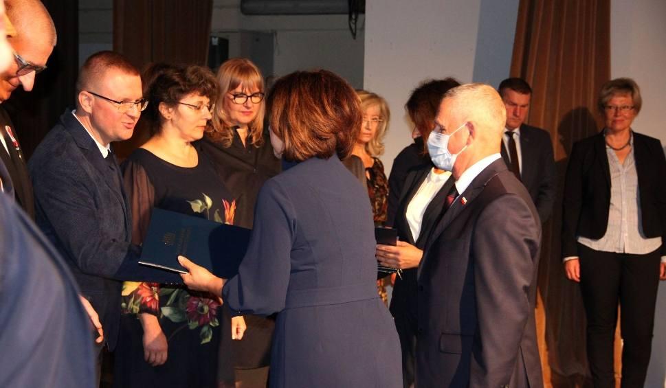 Film do artykułu: Wojewódzkie Obchody Dnia Edukacji Narodowej. Kto dostał Nagrodę Ministra Edukacji lub Świętokrzyskiego Kuratora Oświaty? (WIDEO, ZDJĘCIA)