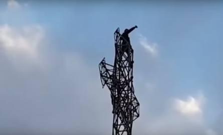 Tatry: Turysta wspiął się na krzyż na Giewoncie i wypił na nim... piwo
