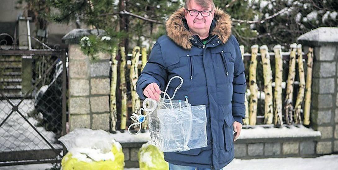 Romuald Rasiak był zaskoczony, gdy okazało się, że pracownicy PGK nie chcą odbierać jego domowych śmieci.
