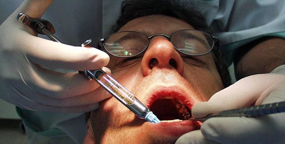 Warto zgłaszać wszelkie, nawet najmniejsze dolegliwości podczas okresowych przeglądów zębów u dentysty