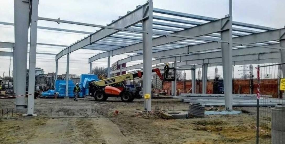 Hala serwisowa dla autobusów przy ul. Limanowskiego ma zostać zadaszona jeszcze w grudniu.