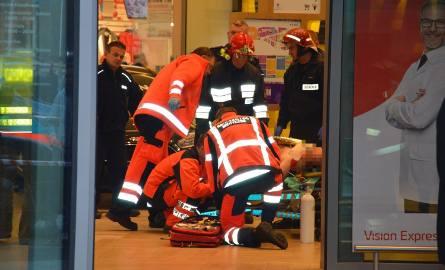 Nożownik zaatakował w galerii Vivo w Stalowej Woli. Nie żyje kobieta, są ranni!