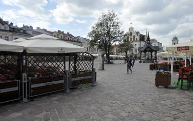 17.05.2017 rzeszow .  ogrodki piwne parasole rynek fot bartosz frydrych