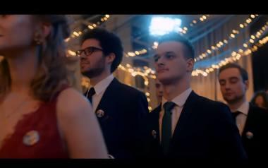 Warszawa: Polonez Równości. Licealiści z SLO Bednarska zatańczyli na studniówce w parach jednopłciowych [WIDEO]