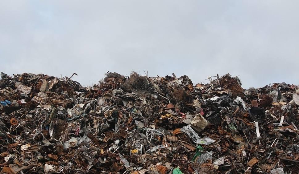 Film do artykułu: Ceny za wywóz śmieci wzrosną nawet kilkakrotnie! Zobacz ile zapłacimy we Włoszczowie i każdej z gmin powiatu włoszczowskiego