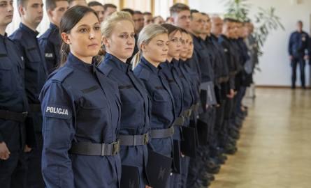 Policjanci przypominają, że dokumenty o przyjęcie do służby można składać przez cały rok w komendach miejskich i powiatowych policji.