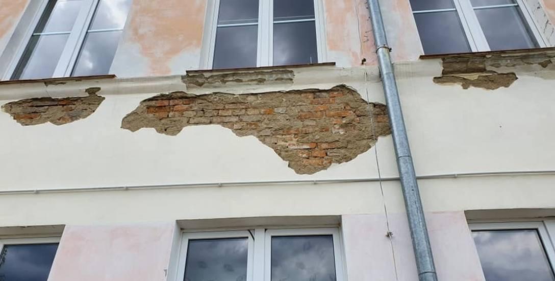 Szkoła w Przytocznej w końcu doczeka się remontu. Jak będzie wyglądać po modernizacji? Zobaczcie galerię