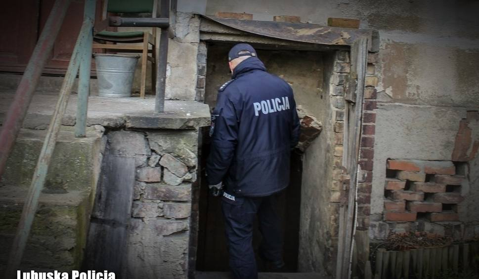 Film do artykułu: LUBUSKIE Z Warty w Murzynowie wyłowiono korpus kobiety. Czy to poszukiwany fragment ciała Józefy K.