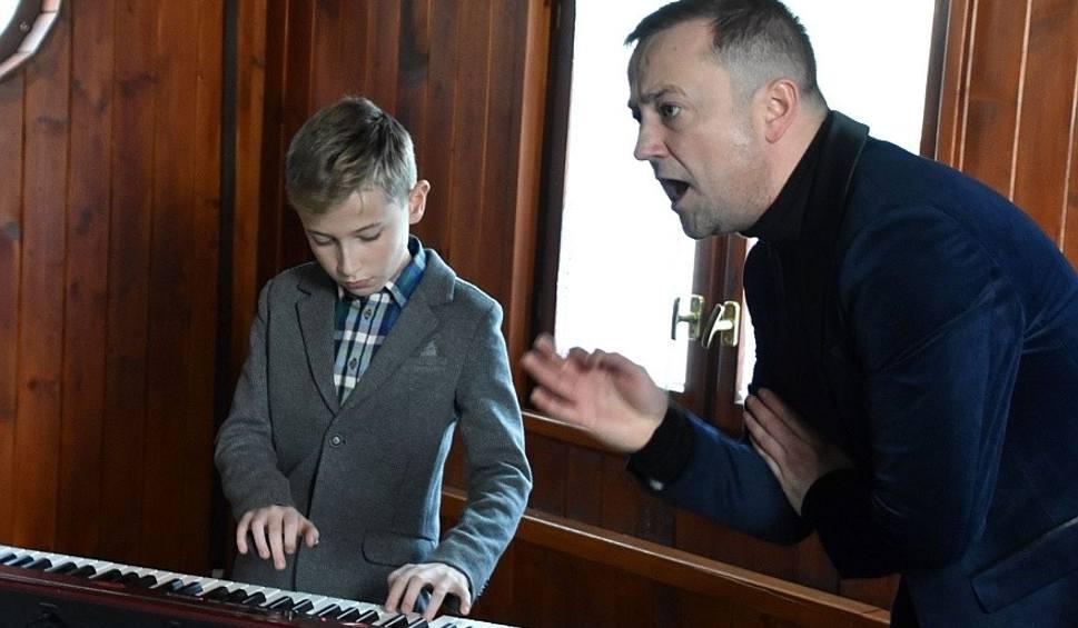 Film do artykułu: Młodzi zielonogórzanie w projekcie Czesław Mozil i Grajkowie Przyszłości. Teledyski kręcono w Zielonej Górze i w Cigacicach