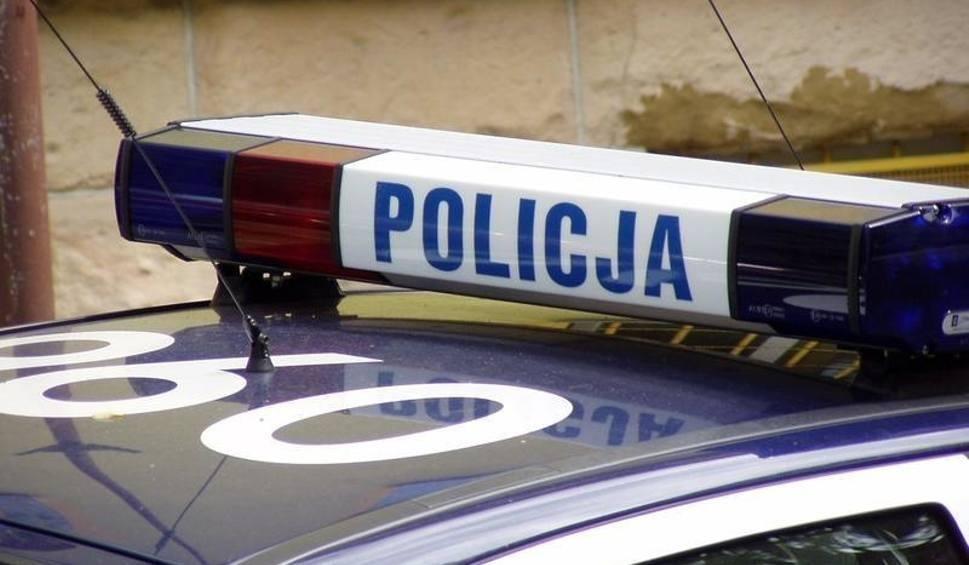 Film do artykułu: W Połańcu wandal porysował osobowego renault