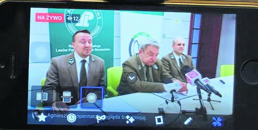 Leśnicy - od lewej rzecznik Marek Stasiuk, dyrektor RDLP, Andrzej Modrzejewski i Błażej Chmielewski - mówią o projekcie