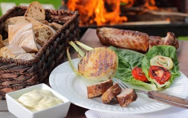 Grillowana polędwiczka z sosem grillowym.