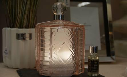 Aromalampa w formie kryształowego flakonu to stylowa ozdoba wnętrza.