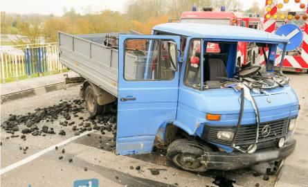 Wizna. Wypadek na moście. Droga krajowa nr 64 była zablokowana