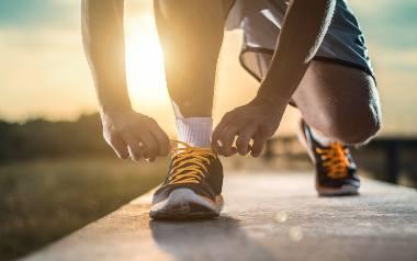 Biegacze spotykający się poza biegaczami