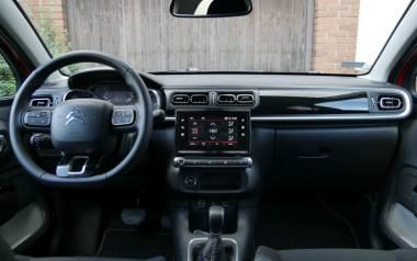Nowy Citroen C3 to nietuzinkowe i pomysłowo zaprojektowane auto. Jego futurystyczny wygląd może się podobać, a wnętrze z dbałością o szczegóły przykuwa