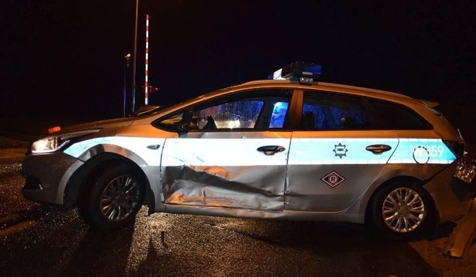 Film do artykułu: Kierowca TIR-a staranował cztery samochody (w tym radiowóz) i uciekł. Był pijany [ZDJĘCIA]
