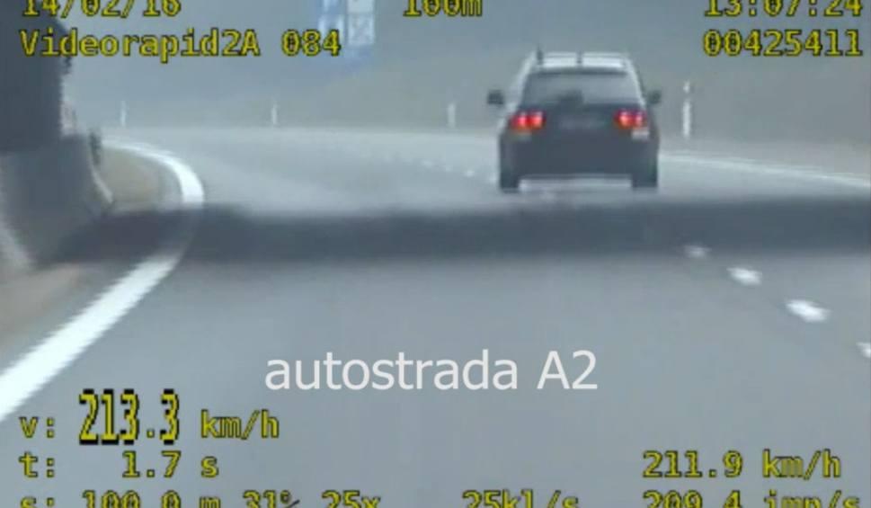 Film do artykułu: Policjanci zatrzymali trzech kierowców, którzy pędzili ponad 200 km na godz. [WIDEO]
