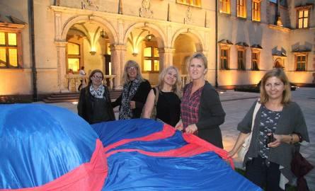 Ania, Wiola, Ola, Dorota i Marzena spotkały się specjalnie z okazji Białej Nocy. Wspólnie zwiedzały Pałac Biskupów Krakowskich.