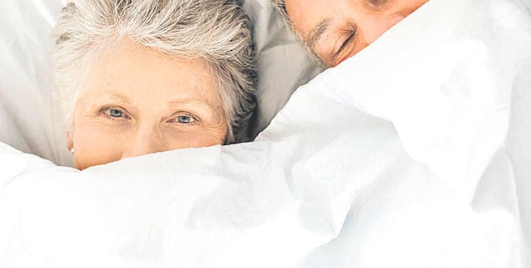 Na pierwszy rzut oka statystyki nie są złe. Od poniedziałku do piątku ponad połowa z nas (53 proc.) śpi od 7 do 8 godzin dziennie. 30 proc. przeznacza