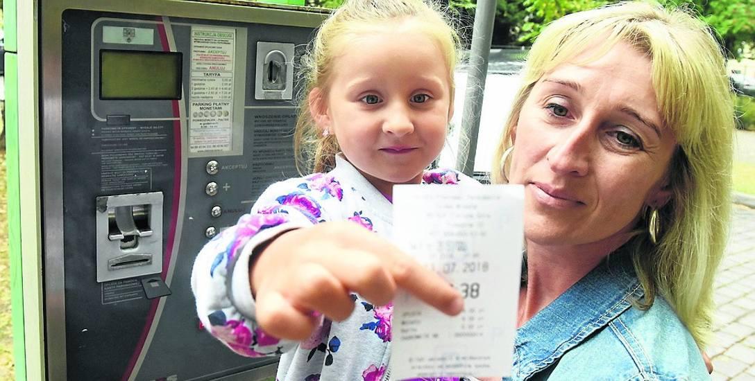 Wioletta Kaczmarek z Zielonej Góry z córką Natalią często podróżuje autem. W jej ocenie ewentualna podwyżka biletów parkingowych do 9 złotych to byłaby
