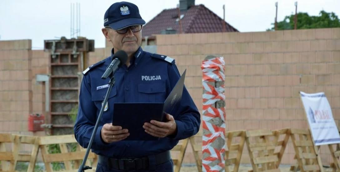 W piątek w Krapkowicach wmurowano w fundamenty akt erekcyjny pod budowę nowej komendy powiatowej. Na zdjęciu nadinsp. Jarosław Kaleta, komendant wojewódzki