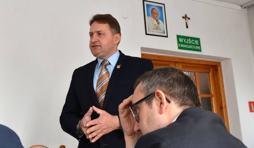 Film do artykułu: Wojna o gimnazjum w Bodzentynie. Nauczyciele stracą pracę?