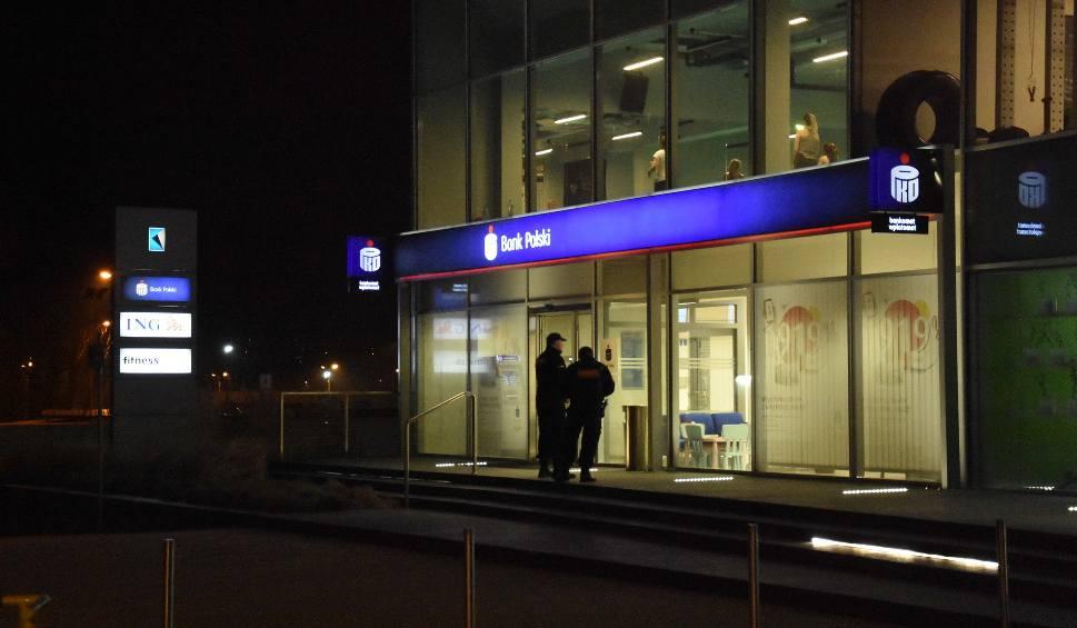 Film do artykułu: Napad na bank w Rybniku. Napastnik chciał wysadzić budynek ZDJĘCIA