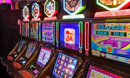 Nielegalny hazard w centrum Chełma. Policja zabezpieczyła maszyny do gier