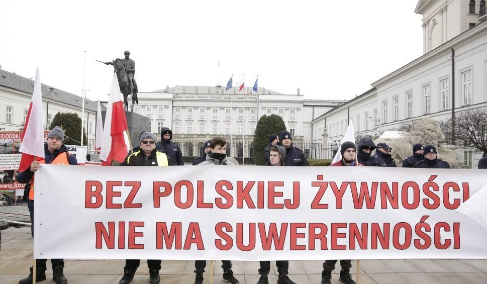 """Film do artykułu: Warszawa: Protest rolników 2019 [ZDJĘCIA] AgroUnia zorganizowała 6.02 """"oblężenie stolicy"""", manifestacja przed Pałacem Prezydenckim [WIDEO]"""