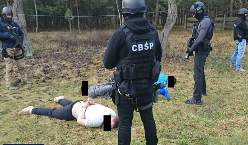 Film do artykułu: Ujawniono największy przemyt kokainy w polskiej historii. Funkcjonariusze zlikwidowali fabrykę i magazyn narkotykowy.