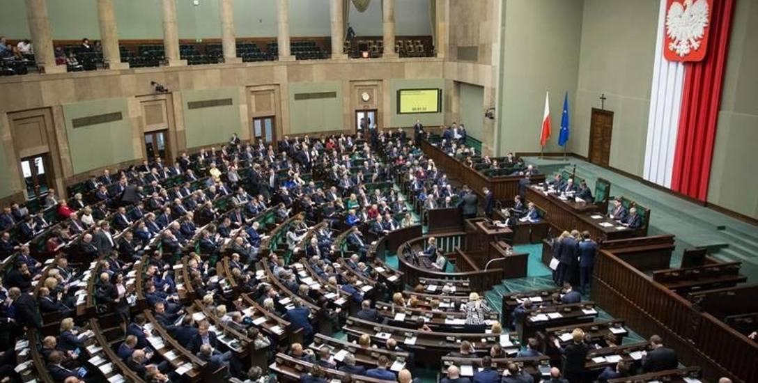 Posłowie opozycji z PO-KO złożyli do marszałka Sejmu wniosek o wznowienie obrad w ciągu najbliższych 10 dni