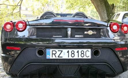 Ferrari F430 scuderia spiker - dwuosobowy roadster produkowany w tej wersji w latach 2005-2009. Limitowana seria 16 M w latach 2008-2009. Auto na zdjęciu