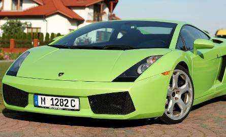 Lamborghini gallardo - dwuosobowy sportowiec z pięciolitrowym 520-konnym silnikiem V10. Dla poprawienia osiągów poprzez zmniejszenie wagi zbudowany z
