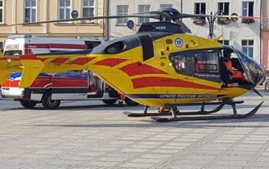 Dziecko zostało przetransportowane śmigłowcem Lotniczego Pogotowia Ratunkowego (po wezwaniu pogotowia ratunkowego), który wylądował na placu przed ratuszem