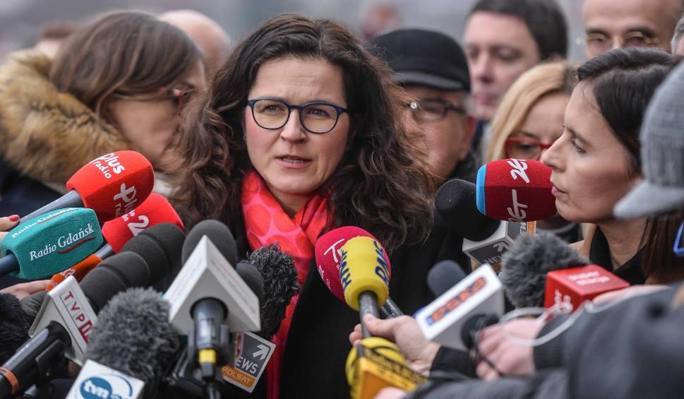 Film do artykułu: Aleksandra Dulkiewicz o tym, jak żona i córka Pawła Adamowicza przeżywają żałobę po śmierci prezydenta Gdańska