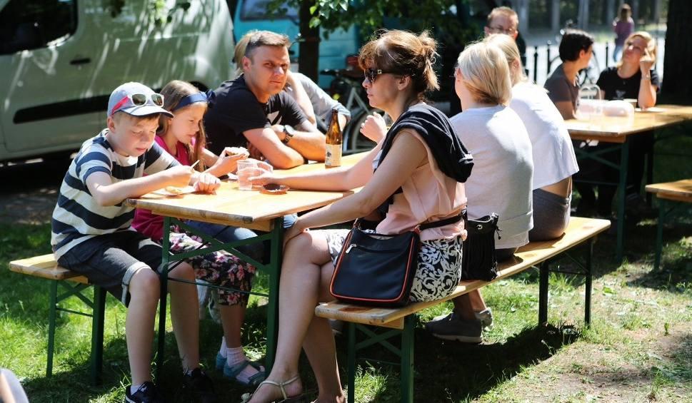 Film do artykułu: Szczecinianie zjedli śniadanie przy Błoniach [wideo, zdjęcia]