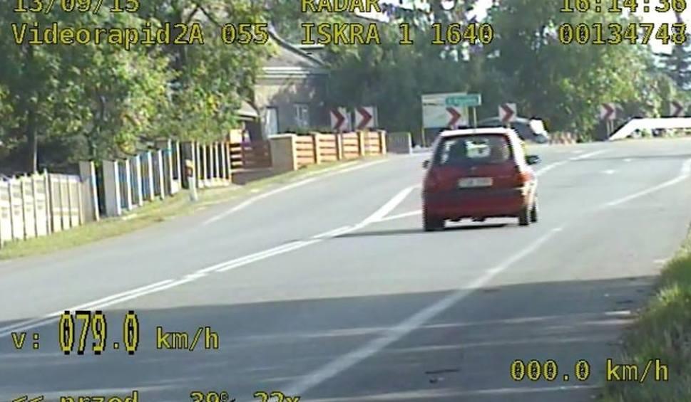 Film do artykułu: Skarżyscy policjanci zatrzymali pijanego kierowcę. Wiózł trójkę pasażerów, w tym dwoje dzieci