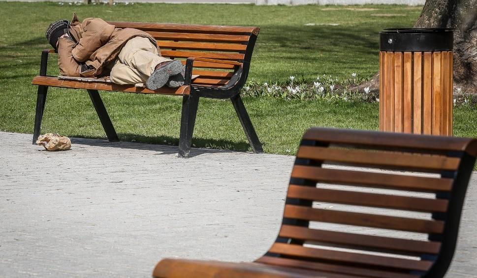 Film do artykułu: Pomógłbyś bezdomnemu? Zapytaliśmy naszych czytelników!