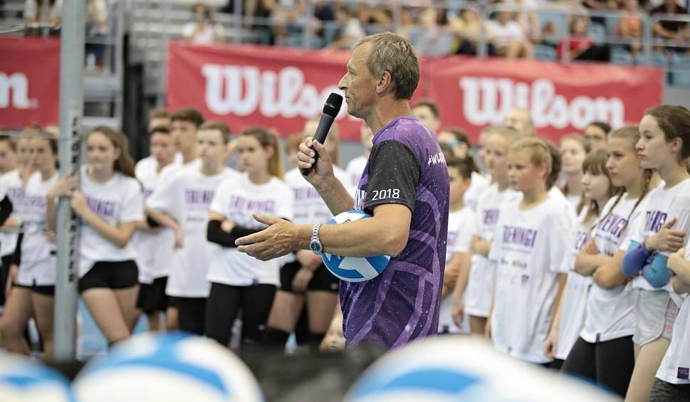 Film do artykułu: Młodzi fani siatkówki trenowali z Mariuszem Wlazłym
