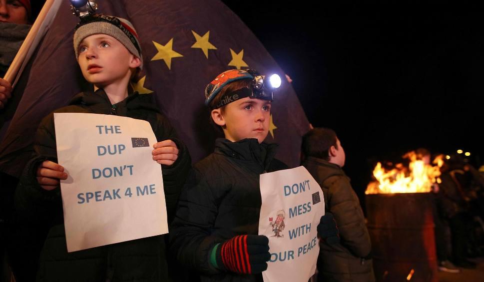 """Film do artykułu: Brexit znów odroczony? """"Szczyt ostatniej szansy"""" może nie wystarczyć. Granica między Irlandią a Irlandią Północną punktem spornym"""