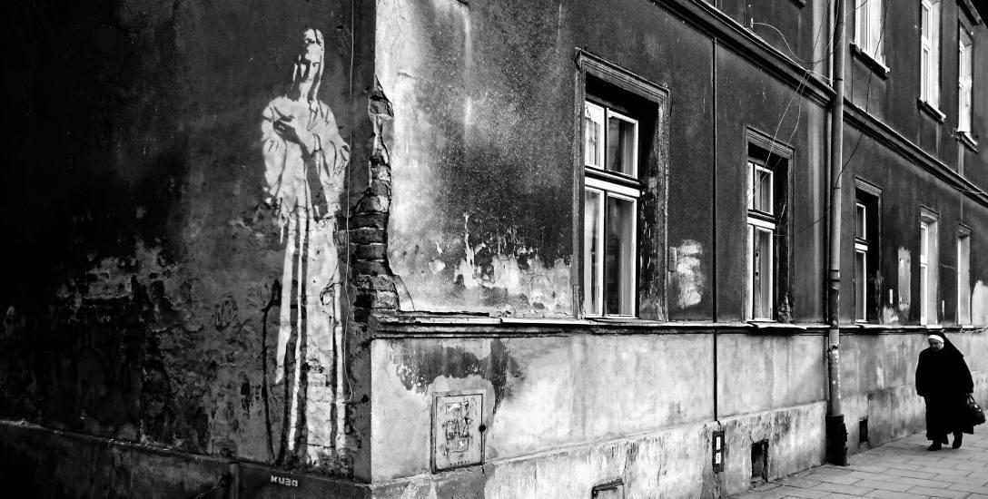 Mural przedstawiający Chrystusa znajduje się na kamienicy przy ul. Strzeleckiej w Krakowie. Za tę fotografię Łukasz Gurbiel otrzymał wyróżnienie