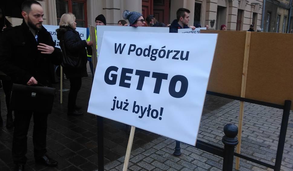 Film do artykułu: Protest przeciwko ZIKiT. Przesadzili z transparentami