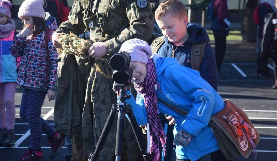 Film do artykułu: Stargard. Modzież, dzieci i dorośli z wizytą u żołnierzy