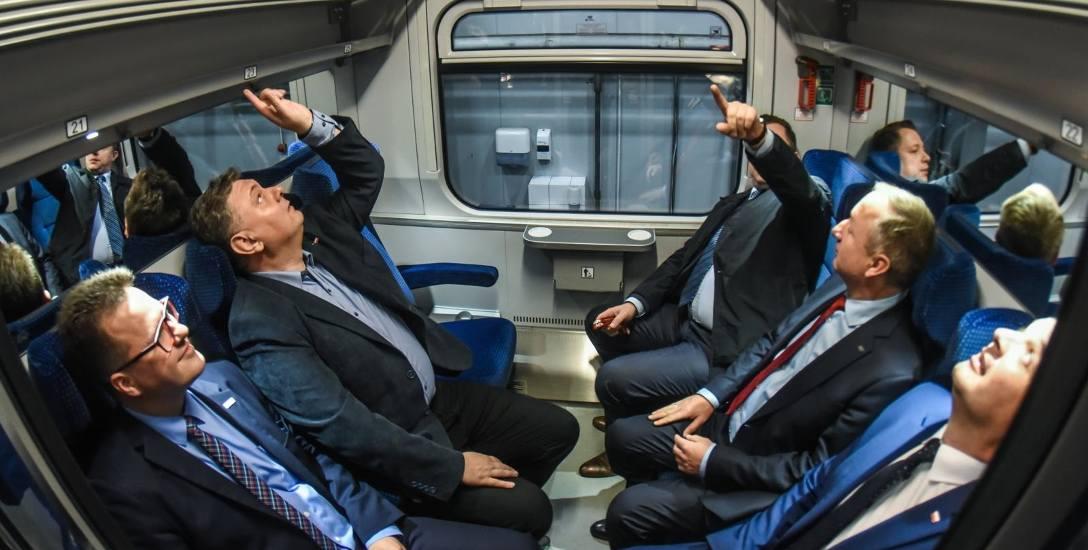 PKP Intercity rozszerza  trzy umowy na 163 wagonów podpisane w tym roku z bydgoską firmą. Przewoźnik zamawia dodatkowo modernizację kolejnych 82, łącznie